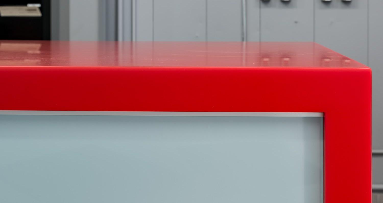 Dealerul Mitsubishi LAVAL, Quebec, CanadaSuprafetele de lucru intr-un spatiu public sunt unele dintre cele mai interactive spatii de la sediul dealerului, prin urmare materialul ales trebuia sa fie suficient de durabil pentru a rezista la interactiuni zilnice.Selectia a avut drept criteriu si posibilitatea de prezentare a identitatii brandului si a paletei de culori reprezentative. O potrivire exacta cu rosul lucios[…] Mai mult…
