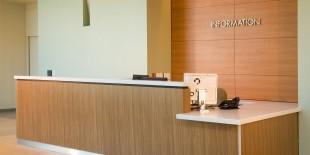 """Avonite Surfaces promoveaza mediile sanatoase in centrele de asistenta medicala.""""Avonite Surfaces reprezinta o strategie dovedita pentru controlul bolilor infectioase""""Noul pavilion de la Centrul Medical St. Joseph din Stockton, California, este un spatiu de peste 1600 mp care include 78 de paturi, un nou Centru pentru femei si copii, unitati de terapie intensiva pentru nou-nascuti si adulti, rezerve pentru pacienti, toate[…] Mai mult…"""